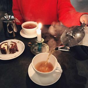 Swedish fika with tea: 10 INSIGHTS FOR HR MANAGERS TO SHARE ABOUT WORKING IN SWEDEN