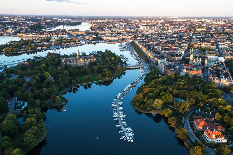 Trygg_Sthlm from helicopter: How to sell your new hire on Sweden